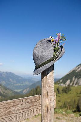 Hats off - p454m1190383 by Lubitz + Dorner