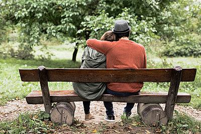 Pärchen im Park - p1398m1488159 von Tabitha Genoveva Harter