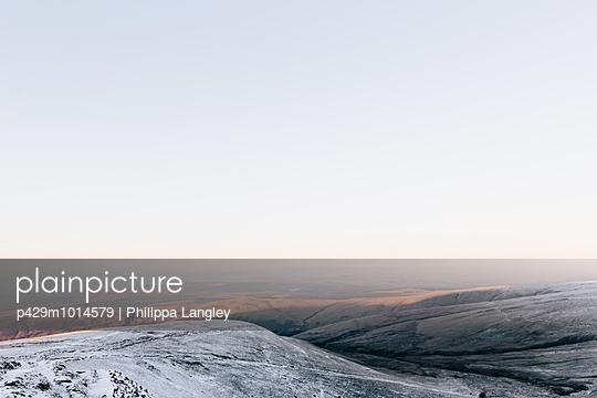 Sunlight on snow, Llyn y Fan Fach, Brecon Beacons, Wales - p429m1014579 by Philippa Langley