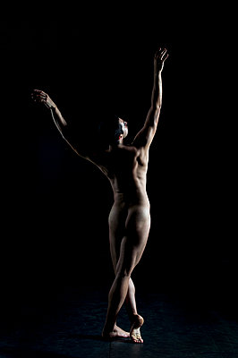 Male nude - p1139m924481 by Julien Benhamou