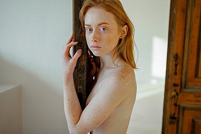 Topless young woman with freckles - p1646m2231303 by Slava Chistyakov