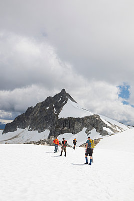 Rear view of four mountaineers approaching Cypress Peak, B.C. - p1166m2093951 by Cavan Images