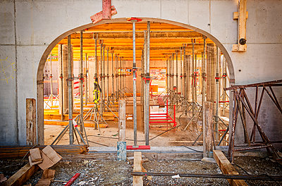 Construction building scaffolding support roof - p609m1219814 by OSKARQ