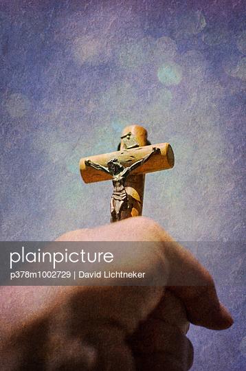 Hand holding crucifix - p378m1002729 by David Lichtneker