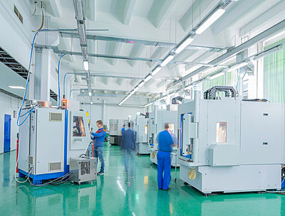 Employees working on CNC machines - p390m2122336 by Frank Herfort