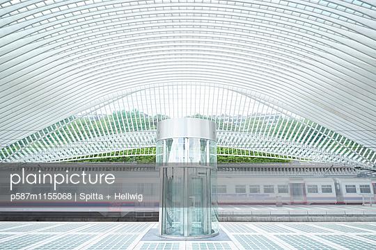 Bahnhof Liège-Guillemins in Lüttich - p587m1155068 von Spitta + Hellwig