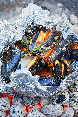 Mussels over charcoal - p312m1180461 by Jakob Fridholm