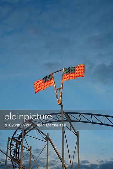 Beleuchtete Amerikanische Flagge - p1028m907269 von Jean Marmeisse
