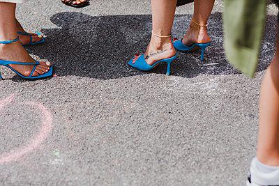 Stylische Frauen in High Heels - p432m2125181 von mia takahara