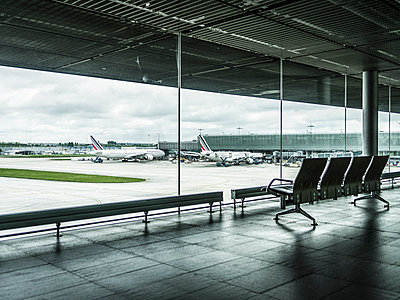 Airport - p1232m1041132 by Moritz Schmid