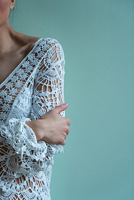 Woman in a lace dress feeling cold - p427m2063105 by Ralf Mohr
