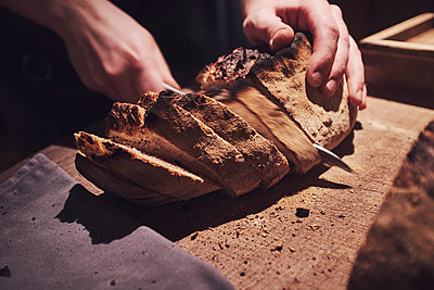 Cutting bread - p913m2134628 by LPF