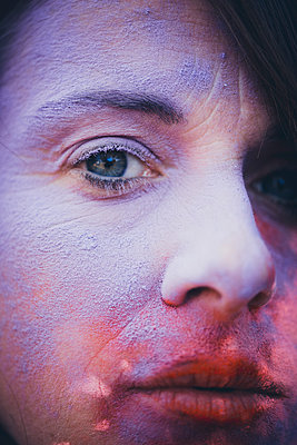Woman with colour powder on face, Holi Festival - p1628m2211449 by Lorraine Fitch