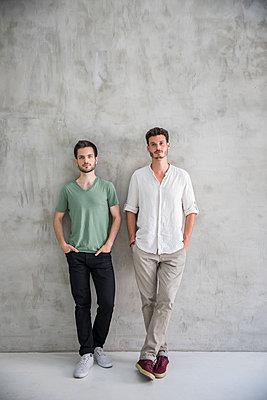 portrait of two young men - p276m2110632 by plainpicture