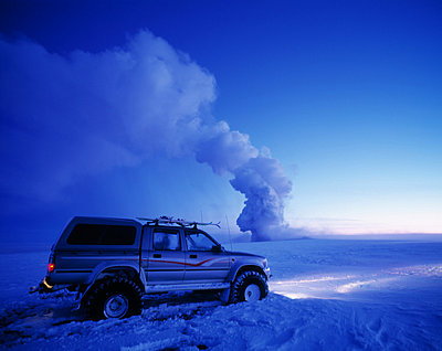 Steam reaching for the sky, a jeep passing by, Iceland - p348m732082 by Kristjan Maack