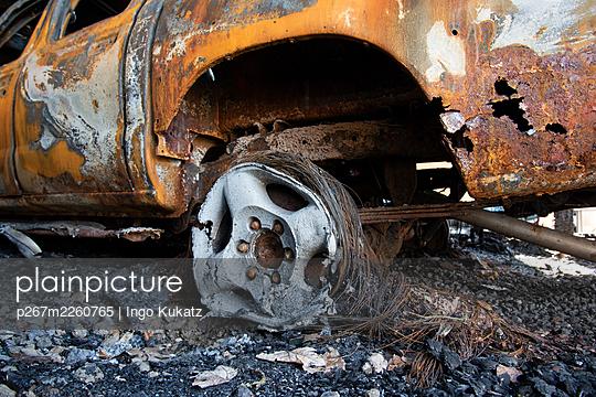 Burned out car, destroyed wheel rim - p267m2260765 by Ingo Kukatz