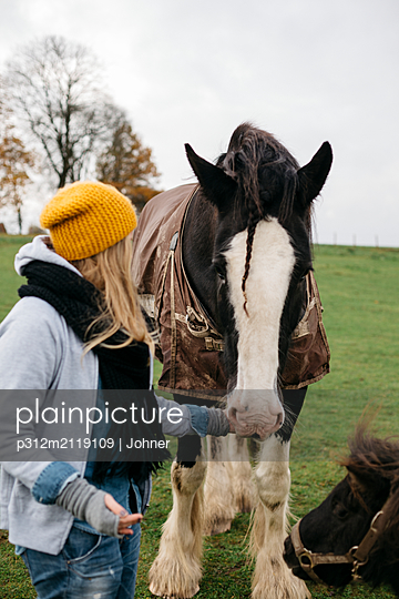 Teenage girl with horse - p312m2119109 by Johner