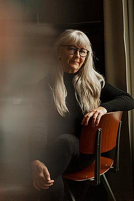 Senior woman looking at camera - p312m2262992 by Lisa Öberg