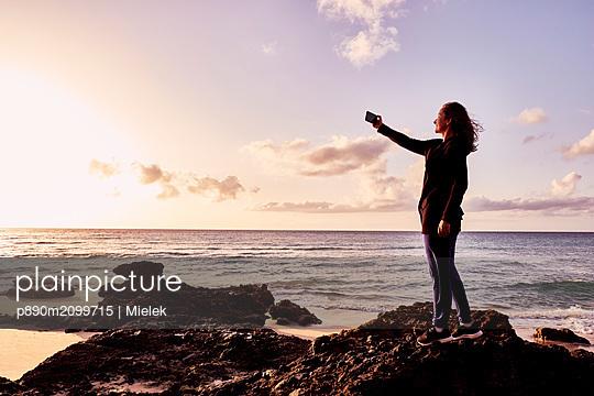 Selfie on the beach - p890m2099715 by Mielek
