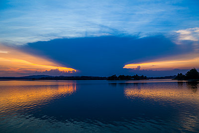Germany, Bavaria, Upper Bavaria, Seehausen, Staffelsee at sunset - p300m2005371 by Tom Chance