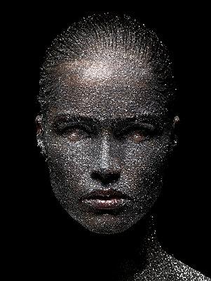 Beauty - p548m710031 by Fred Leveugle