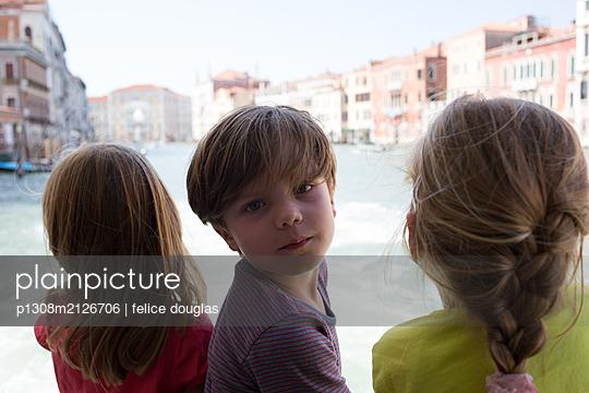 Kids on a boat in Venice - p1308m2126706 by felice douglas