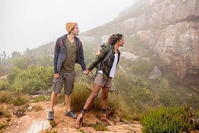 Young couple hiking in the mountains - p1355m1574129 by Tomasrodriguez