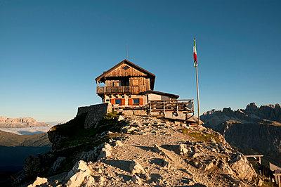 Nuvolauhütte in den Dolomiten - p470m1223726 von Ingrid Michel
