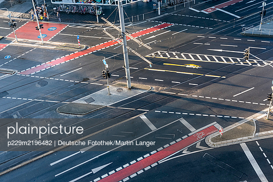 Many road markings on crossroads, Bonn - p229m2196482 by Martin Langer