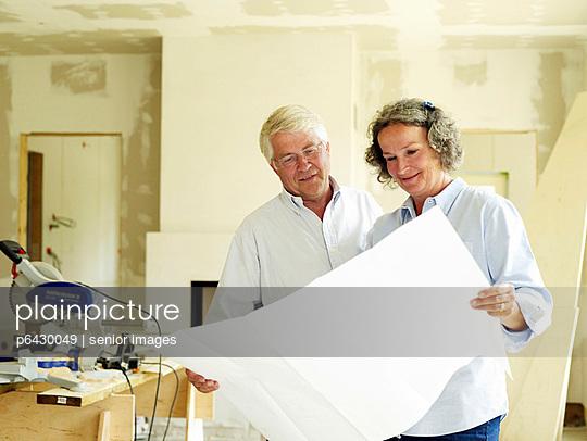 Bauherren im Rohbau  - p6430049 von senior images