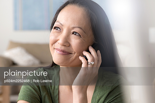 Mature woman on cell phone - p924m2252468 by Rob Lewine