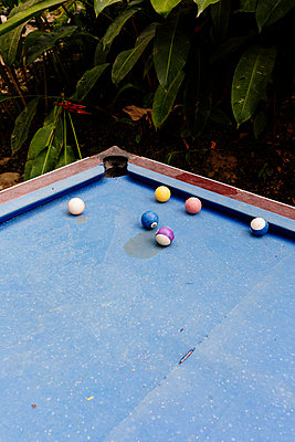 Pool table - p1177m2111169 by Philip Frowein
