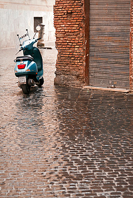 Rainy day - p1245m1043451 by Catherine Minala