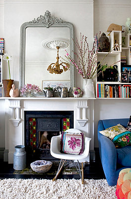 Colourful living room with vintage furniture - p3493664 by Polly Eltes