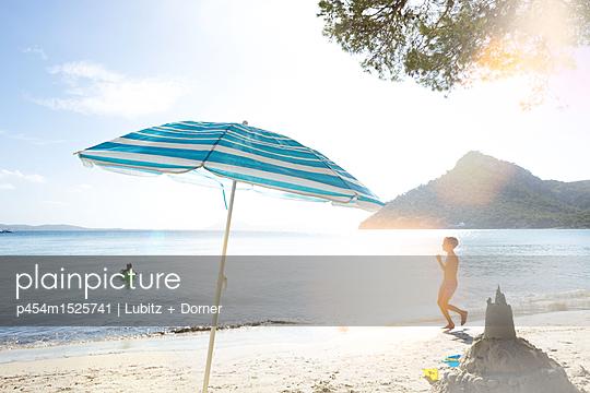 Summer holiday - p454m1525741 by Lubitz + Dorner