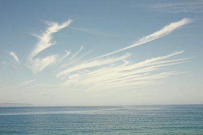 Wolken - p751m1584762 von Dieter Schwer