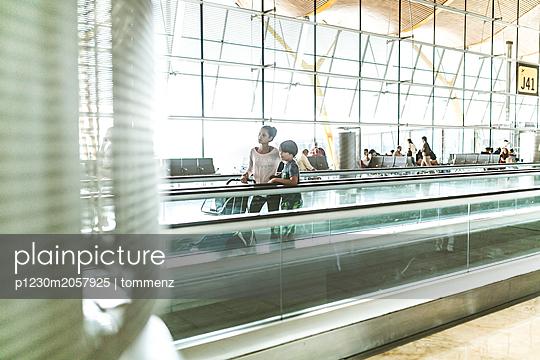 Flughafen - p1230m2057925 von tommenz