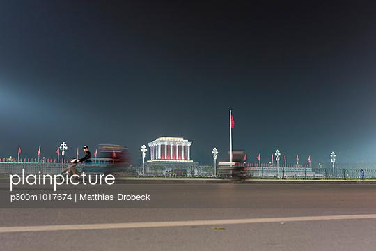 Vietnam, Ho Chi Minh Mausoleum at night - p300m1017674 by Matthias Drobeck