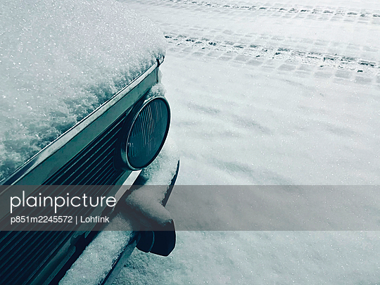 Snowcapped bonnet and bumper - p851m2245572 by Lohfink