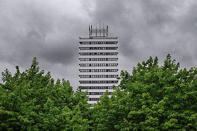 Dunkle Wolken - p1280m1161895 von Dave Wall