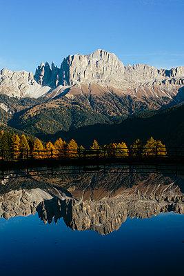 Spiegelung im Bergsee in den Dolomiten I - p1357m1503197 von Amadeus Waldner