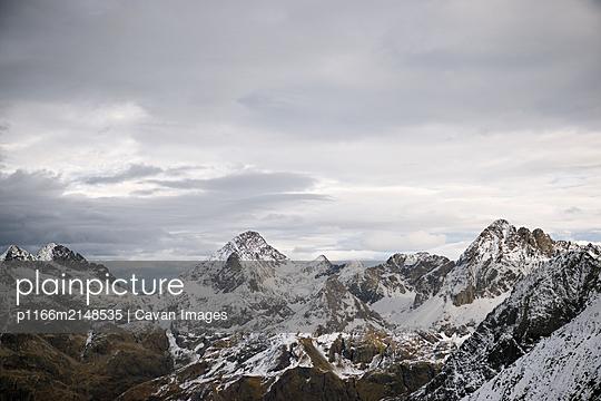 Snowy peaks in Tena Valley, Huesca Province, Aragon in Spain. - p1166m2148535 by Cavan Images