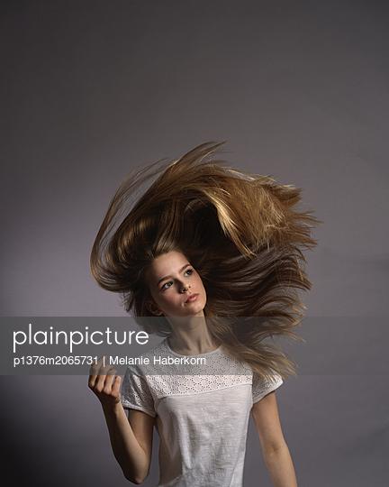 Girl with blond hair - p1376m2065731 by Melanie Haberkorn