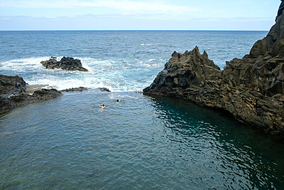 Portugal, Madeira, Swimming in lava pool - p1600m2175602 by Ole Spata