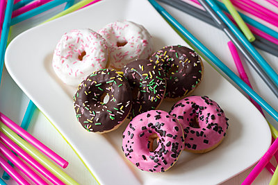 Plate of six decorated doughnuts - p300m950996f by hollyfotoflash
