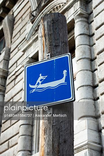 Gondel-Verkehrsschild Venedig - p1493m1584737 von Alexander Mertsch