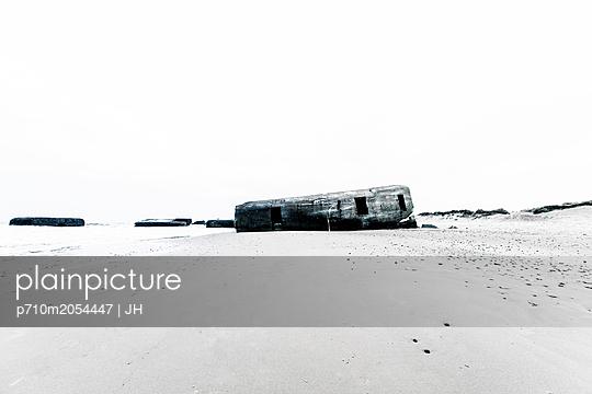 Bunker - p710m2054447 von JH