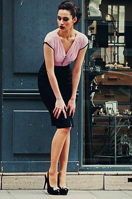 Vintage-Style Portrait - p988m792909 von Rachel Rebibo