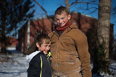 Two boys outside in winter - p1169m2108466 by Tytia Habing
