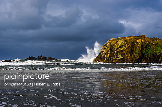 Stormy weather brings stormy surf to Bandon Beach on the South Oregon Coast; Bandon, Oregon, United States of America